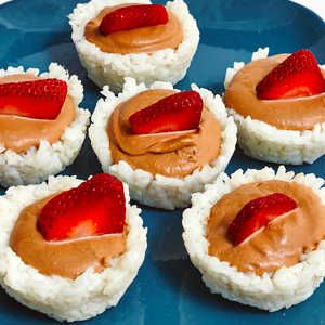 How to Make Strawberry Nutella Sushi Cups #dessertsushi