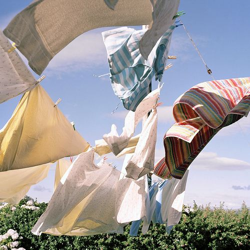 Old-fashioned clothesline...swoon.