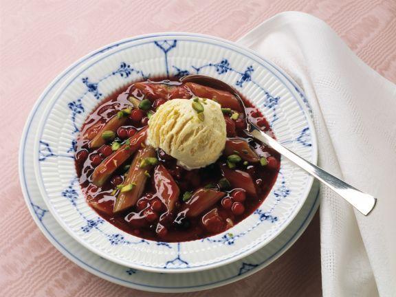 Rote Grütze mit Rhabarber ist ein Rezept mit frischen Zutaten aus der Kategorie Kochen. Probieren Sie dieses und weitere Rezepte von EAT SMARTER!