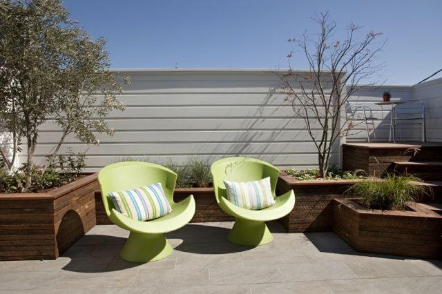 Pflanzkübel Holz Terrassen Gestalten Ideen Grüne Stühle