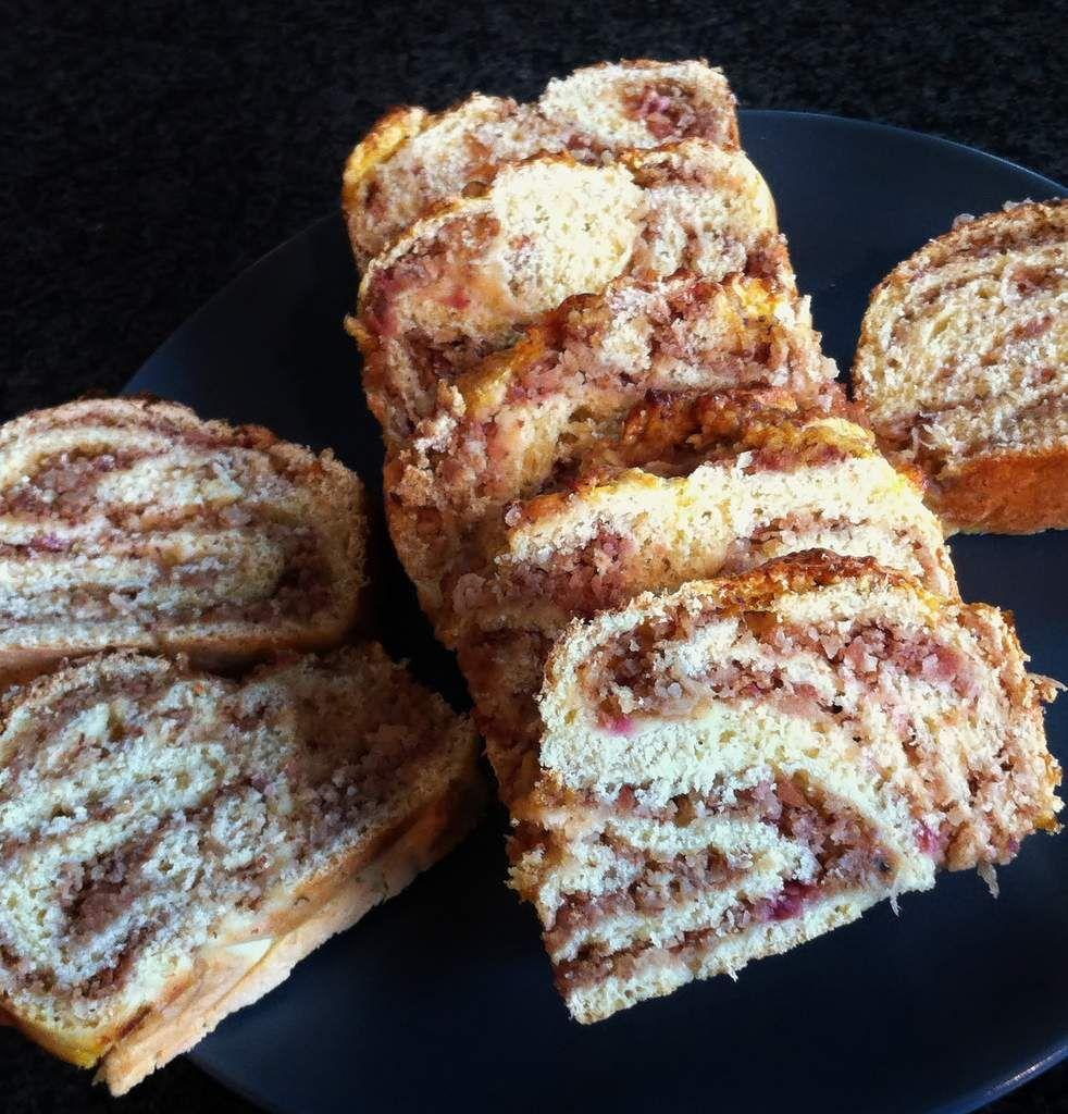 Préparation : 40 mn Temps de repos : 1h10 Cuisson : 35 mn Ingrédients (pour un moule à cake d'env. 35 cm) - 250 gr de farine sans gluten (mix pain de Schär par ex.) - 15 gr de levure fraîche émiettée ou 1/2 sachet de levure sèche - 1/2 cc de psyllium...