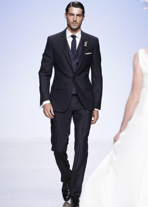 Victorio Lucchino -navy suit