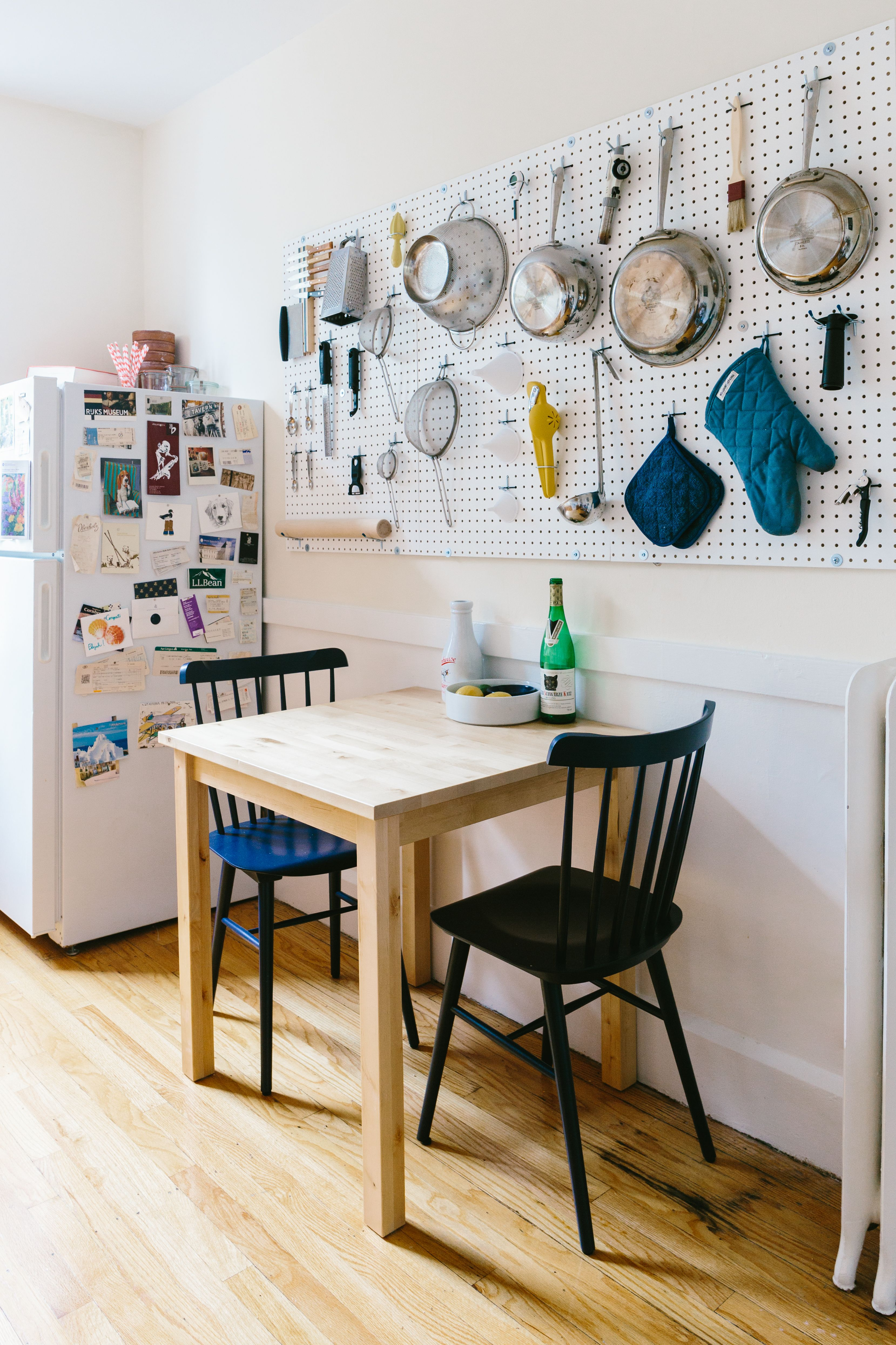 House Tour: A Classic Boston Apartment with Fresh Style   Decoration ...