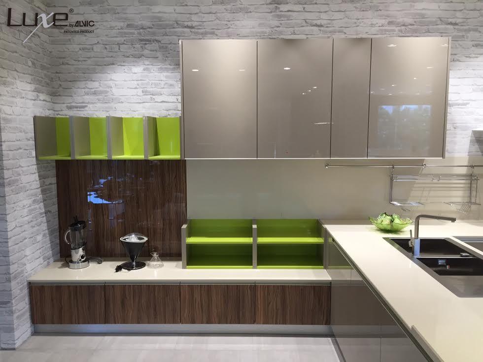 Proyecto de cocina Luxe by Alvic en alto brillo. Puertas con tirador ...