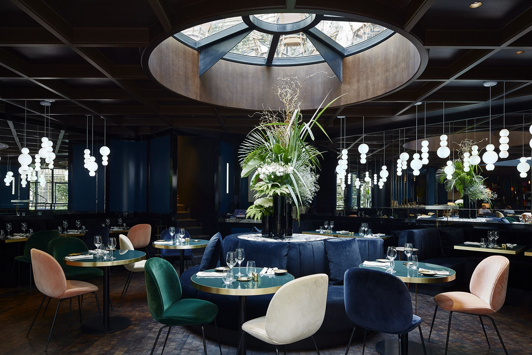 Hotel Brasss Parijs : Pearls suspension lamp at le roch hotel spa in paris led glas