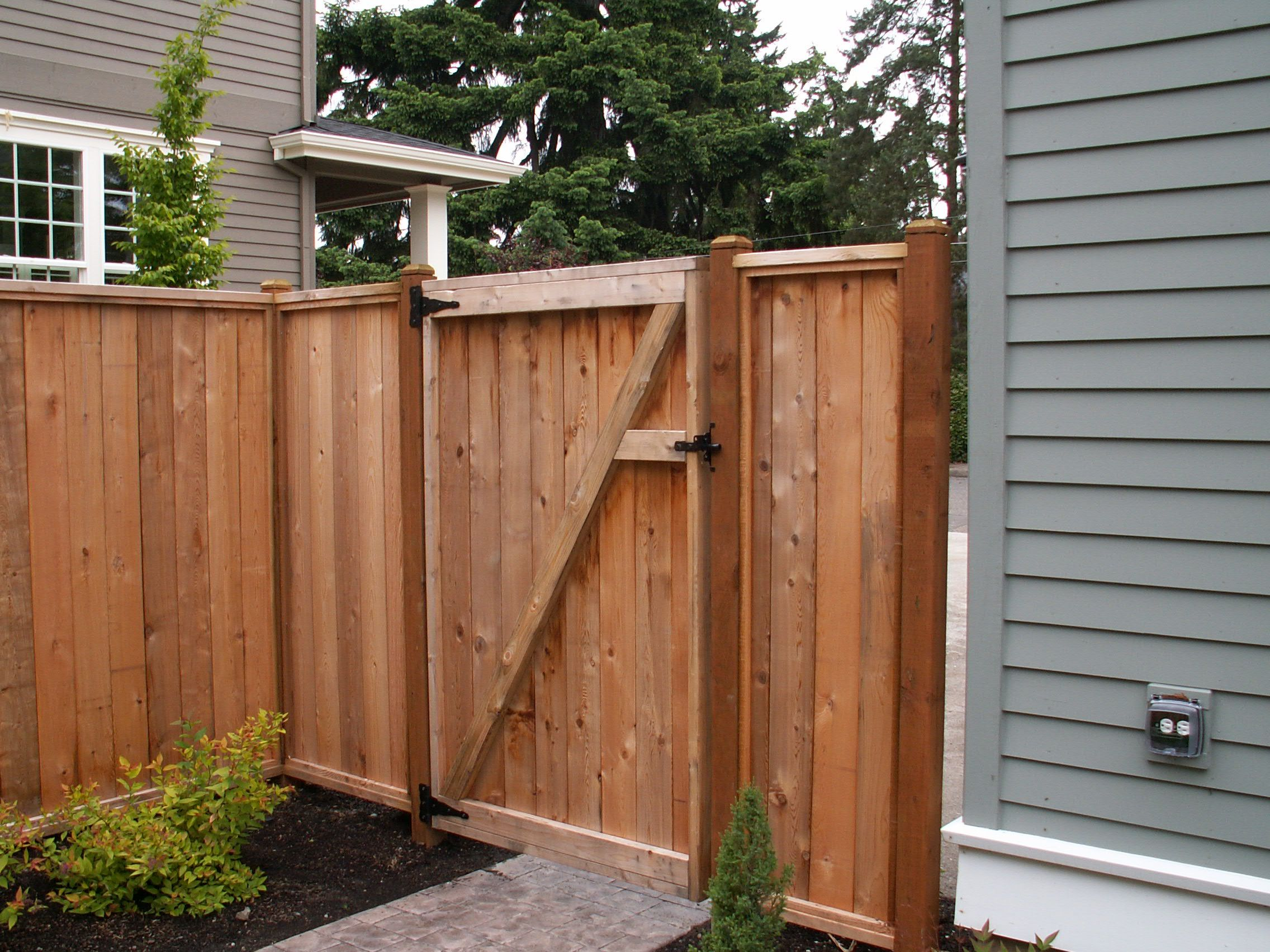 Wood fence with gate 503 760 7725 fence superiorfence for Diy fence gate designs