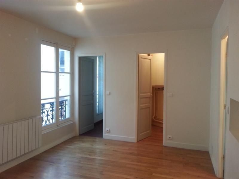 RUE PIERRE SEMARD - M°POISSONNIERE - Studio de 2454m² au 3ème étage