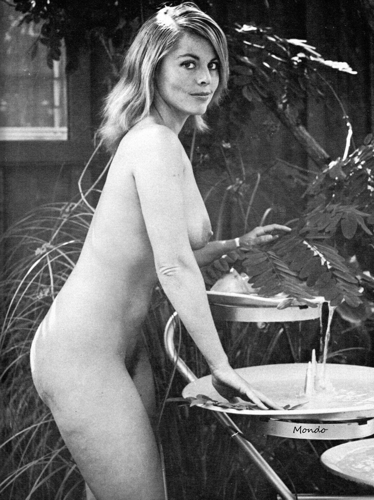 Sexy nude ebony babe