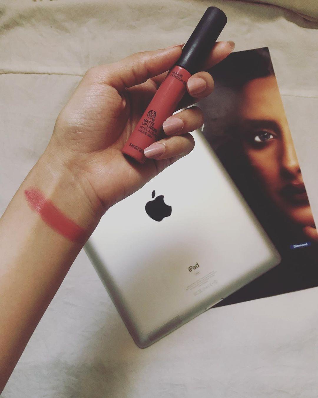 مزون On Instagram مساء النور اهلين هذا القلوس من ذا بودي شوب من اجمل الارواج ثبات وأنتي جربي بنفسك وسعره معقو Iphone My Pictures Electronic Products