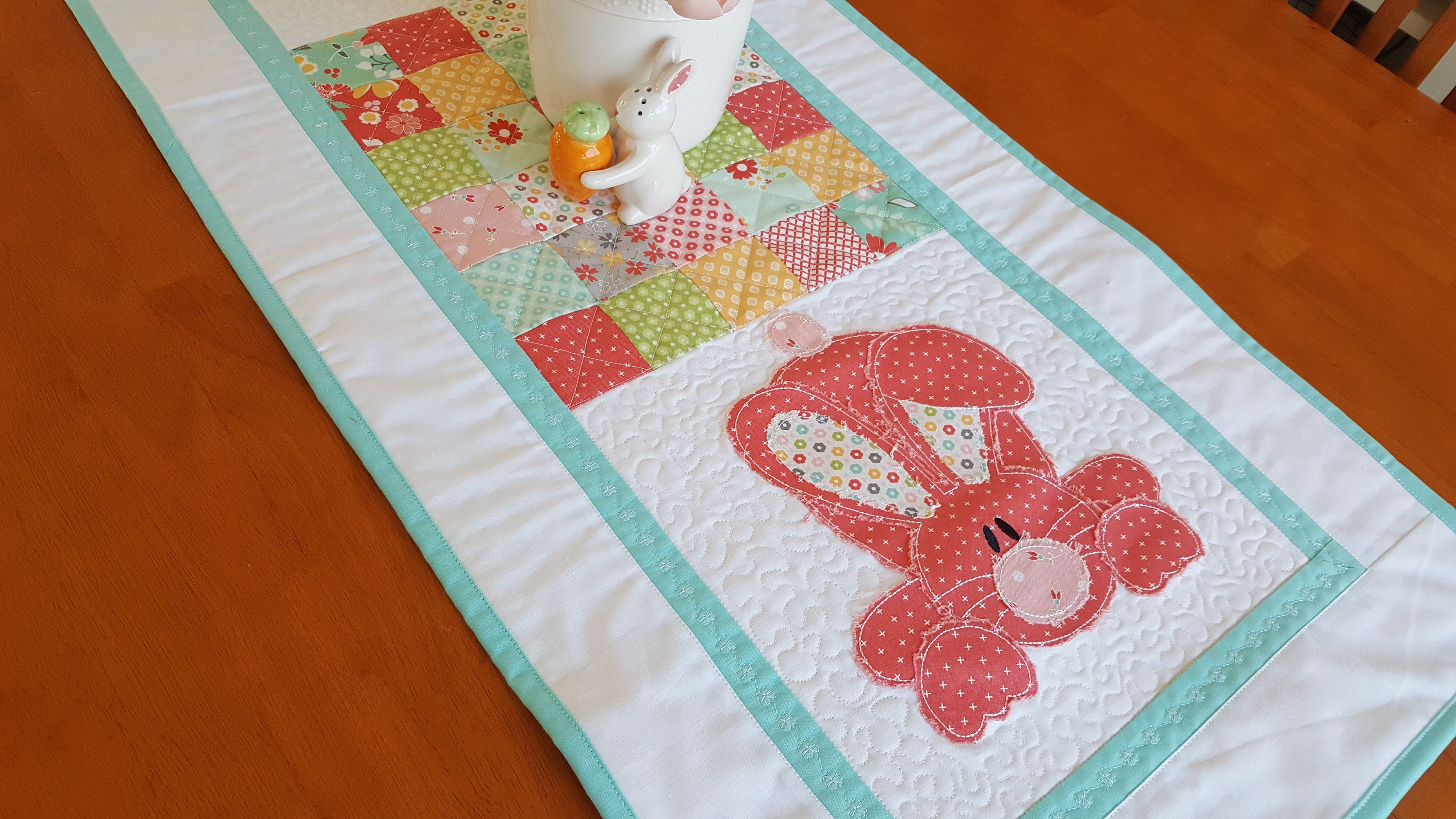 Coral Pink Raw Edge Applique Easter Bunny Rabbit Quilted Table Etsy In 2020 Quilted Table Runner Spring Table Runner Quilted Table Runners