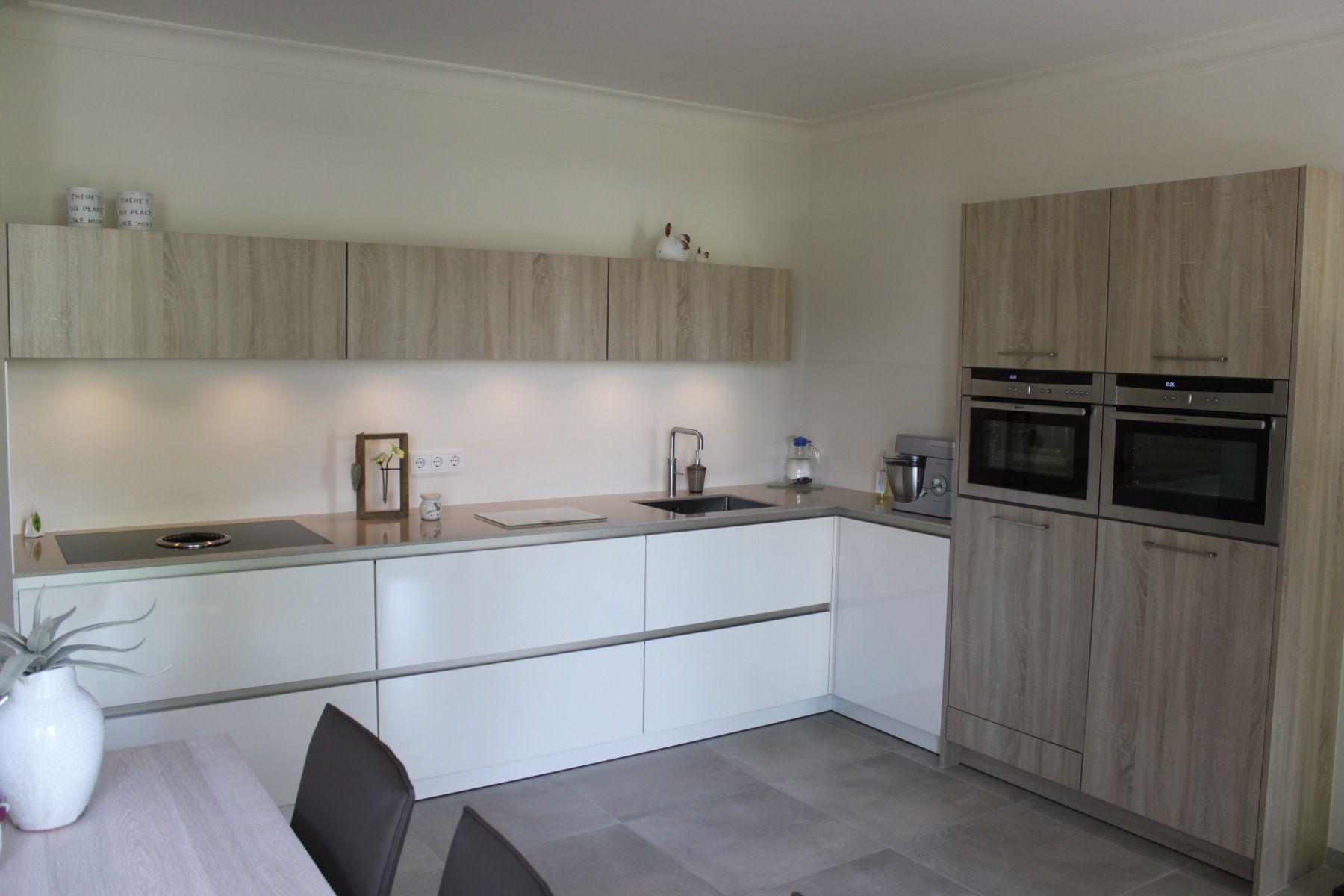 Grijze Keukens Voorbeelden : Referenties en voorbeelden van keukens en badkamers bij klanten