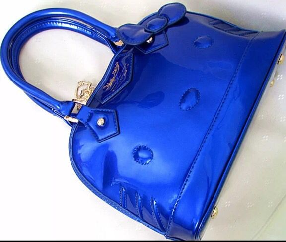 Really gorgeous blue bag...