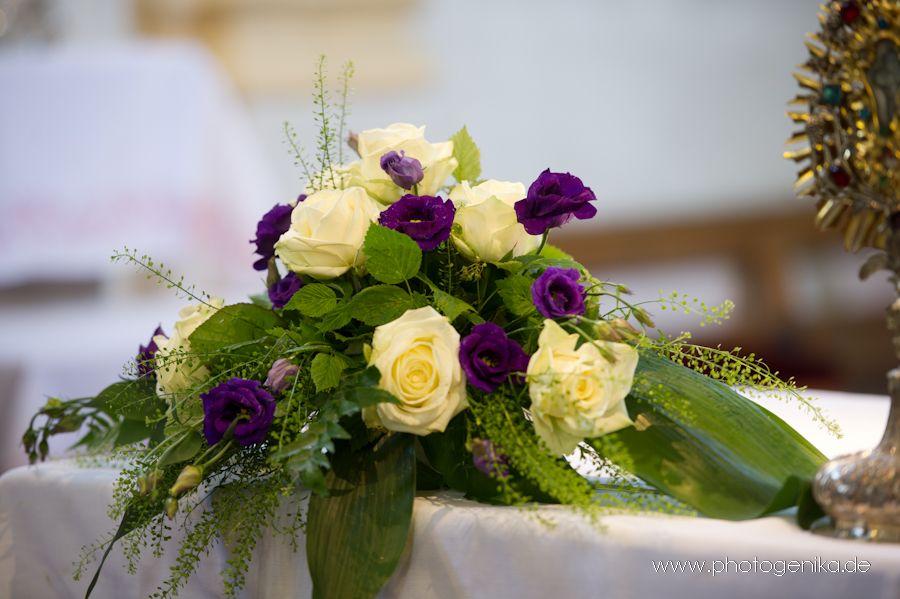 Hochzeit Kirchenschmuck Altargesteck Mit Rosen In Gelb Und Lila Blumenschmuck Hochzeit Blumendeko Hochzeit Altarschmuck