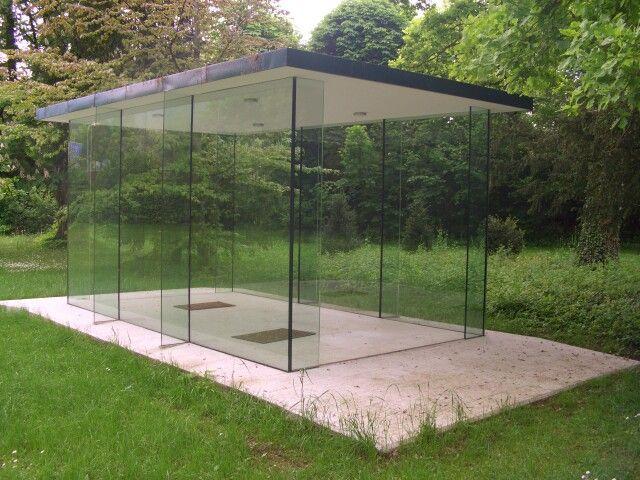 Das Gartenhaus reduziert auf das notwendigste. Glas als statisch
