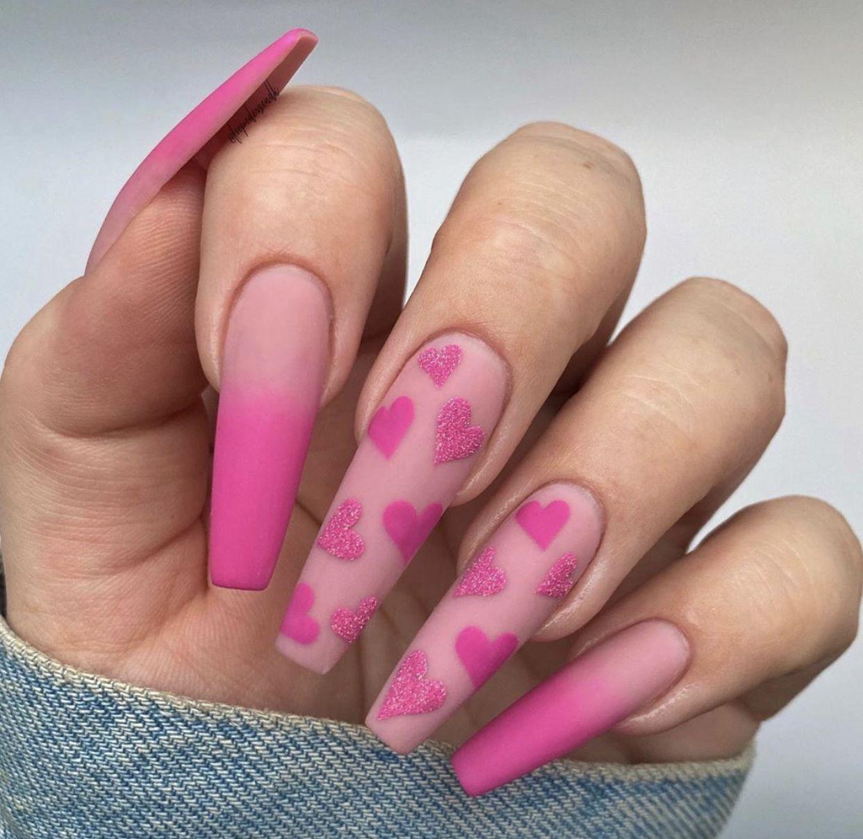Disenos De Unas Para San Valentin Valentine S Day Nails Unas Dia Del Amor Unas De Maquillaje Unas De Gel Brillantes Manicura De Unas