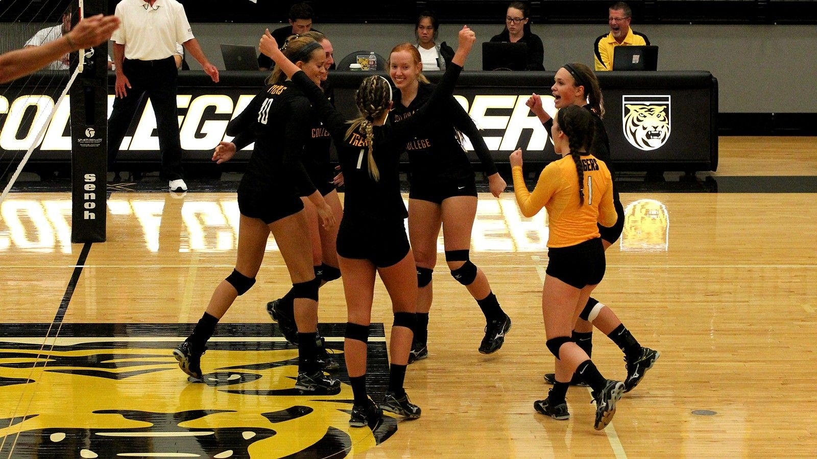 The Colorado College Volleyball Team Earned Its Highest Ranking In Program History For The Second Week I College Athletics Coaching Volleyball Colorado College