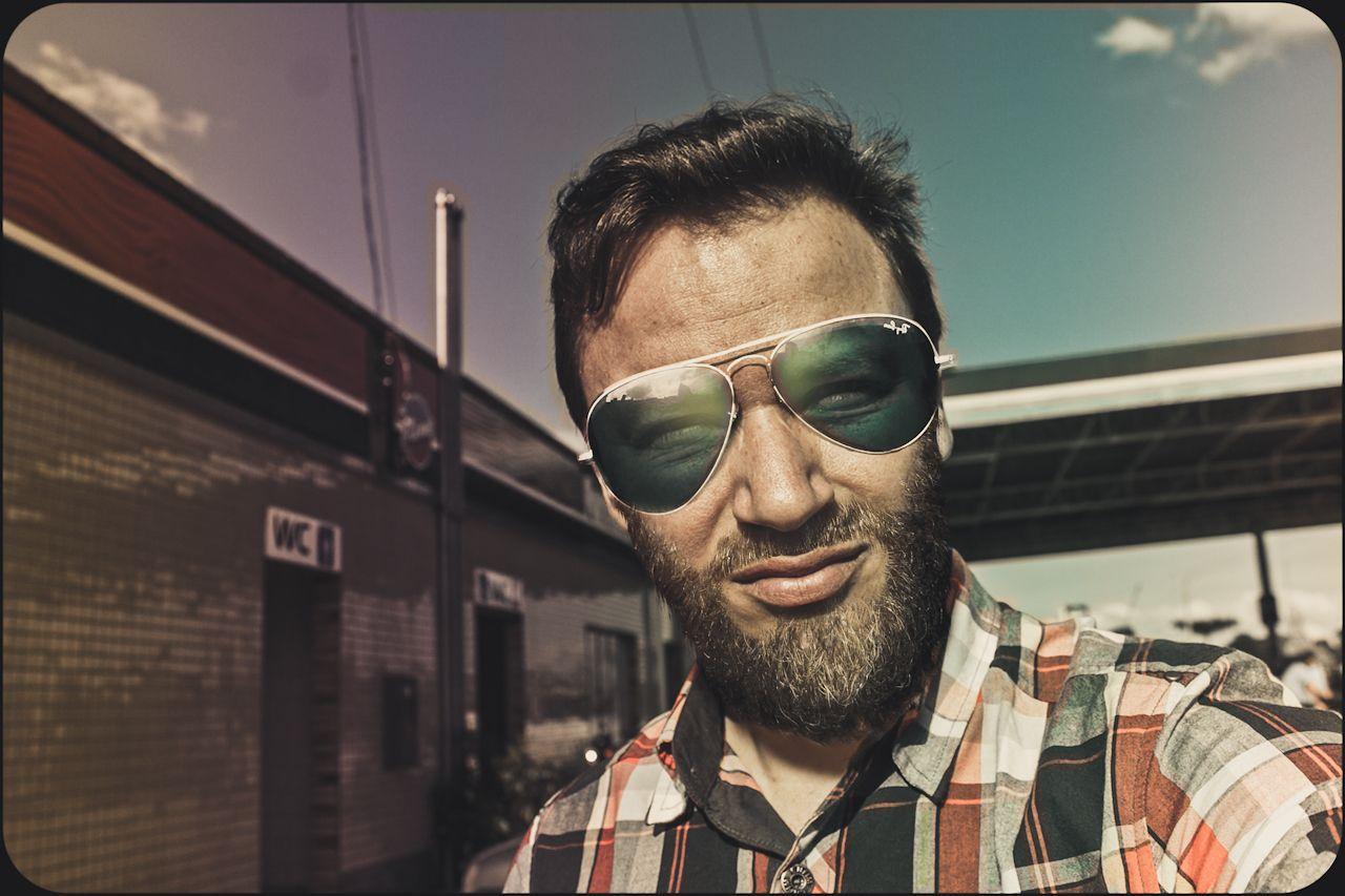 e2e345b44 Cassio nas suas férias no Oeste Ferias, Óculos De Sol Espelhados, Óculos De  Sol