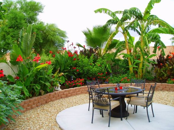Didn 39 t think i 39 d like those landscaping bricks but the for Tropical backyard design ideas