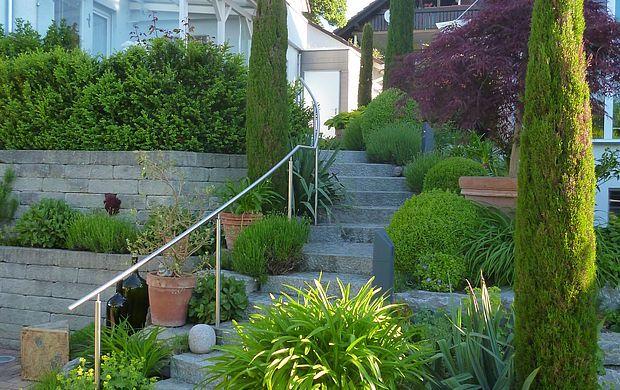 Siegwarth Garten in Hanglage Beispiel 1 Garten Pinterest Gardens - vorgarten gestalten mit kies und grasern