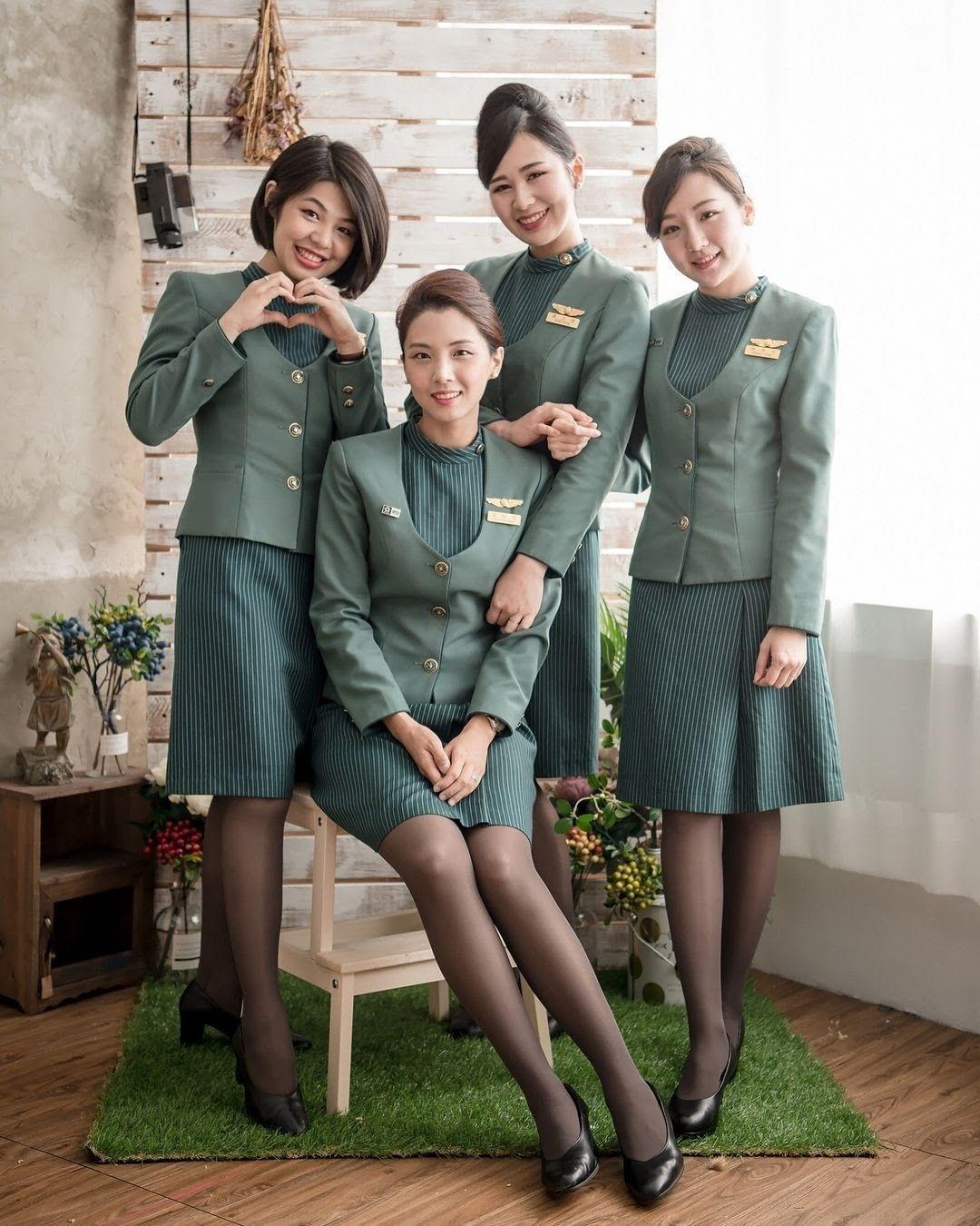 Eva Air Taiwan Asian Flight Attendants / Cabin Crew in