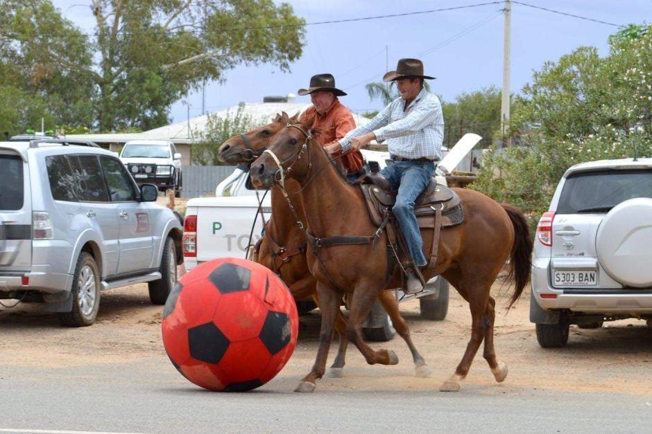 Horseback soccer in Tibooburra Posted 8 Jan 2016, 1217pm