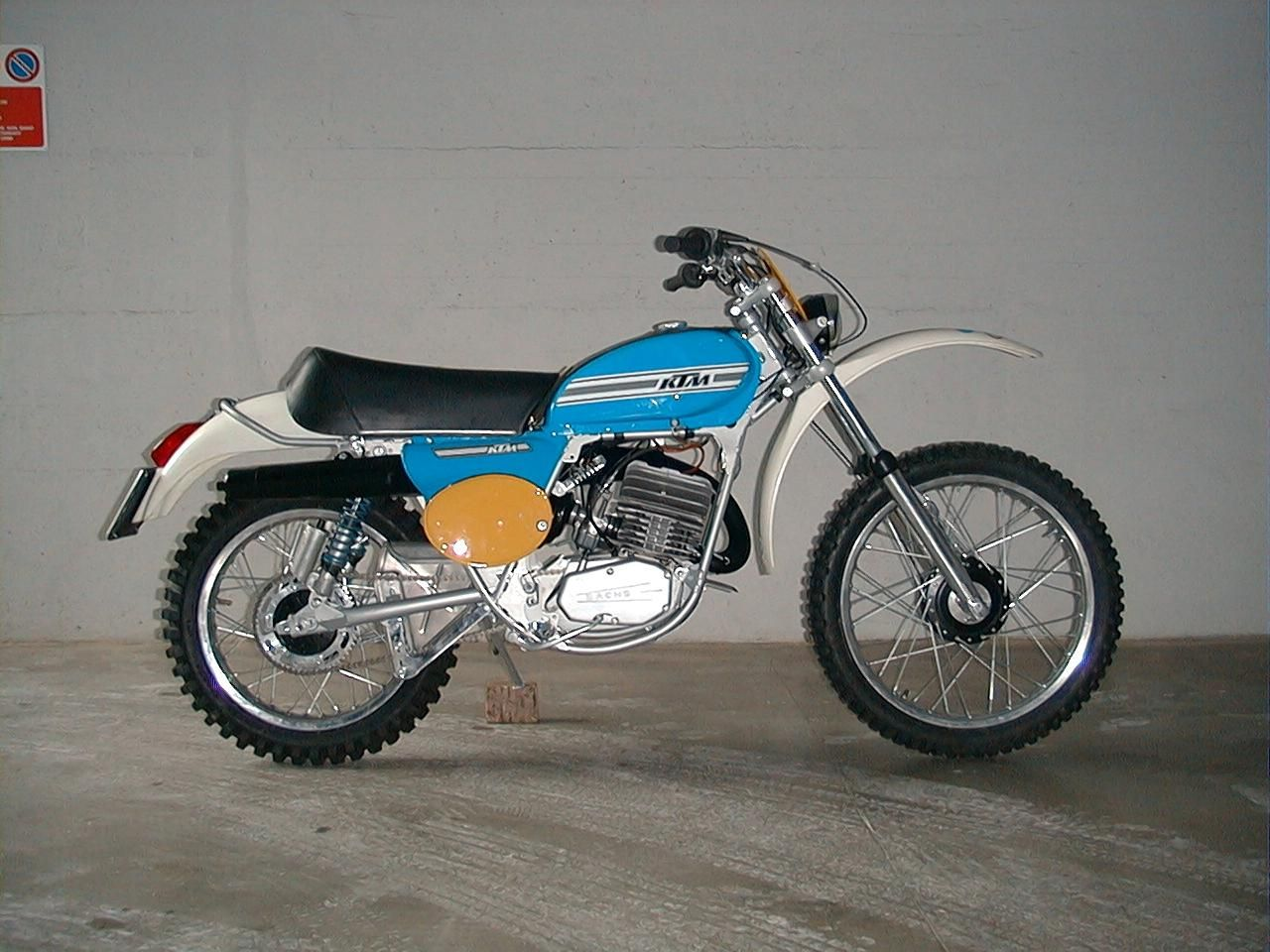 ktm 125 gs 1975 two wheel lost jewels motorcycle dirt. Black Bedroom Furniture Sets. Home Design Ideas