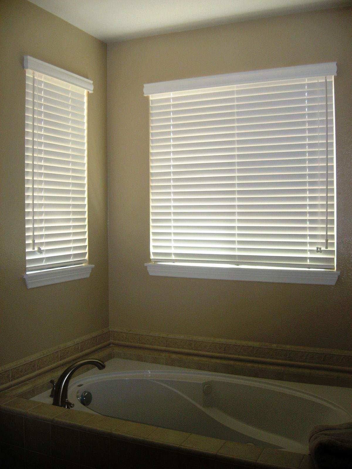 Bathroom window blinds - Contemporary White Roller Outside Mount Blinds For Inspiring Windows Draparies With White Tub And Arc Chrome Tub Faucet In Modern Bathroom Decor Views