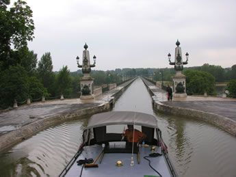 Magnificent Aqueduct Canal Bridge Over The Loire River At Briare Designed By Gustave Eiffel This Was An Unusual S In 2019 Over The River Gustave Eiffel River