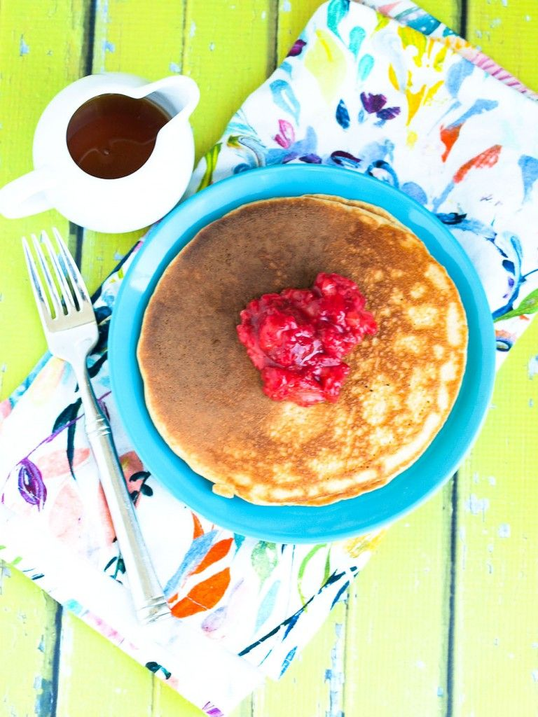 Healthy High Protein Blender Pancakes recipe. These healthy pancakes are so easy to whip up in your blender! Each pancake has 10 grams of protein made with Greek yogurt and NO protein powder. These are great!