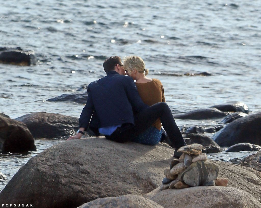 Taylor Swift and Tom Hiddleston Pack On the PDA While ...