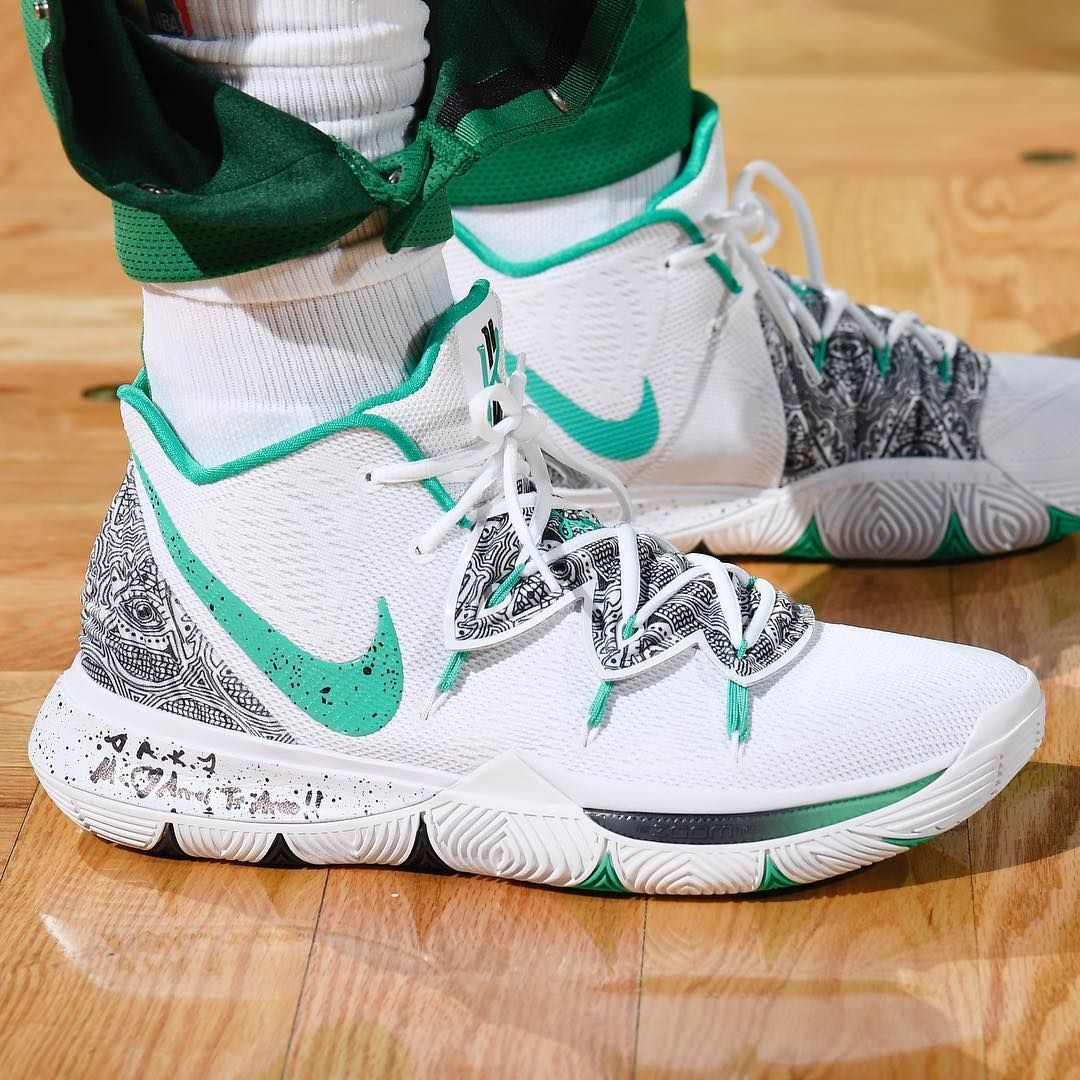"bfb1f64501b50 Sole Collector on Instagram  "" SoleWatch   kyrieirving wearing a new Nike  Kyrie 5 colorway against the Bulls. 📸   brian babs babineau"""