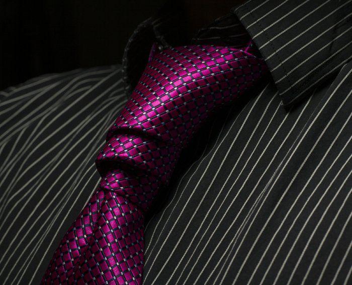 krawatte binden anleitung 11 seltene und elegante. Black Bedroom Furniture Sets. Home Design Ideas