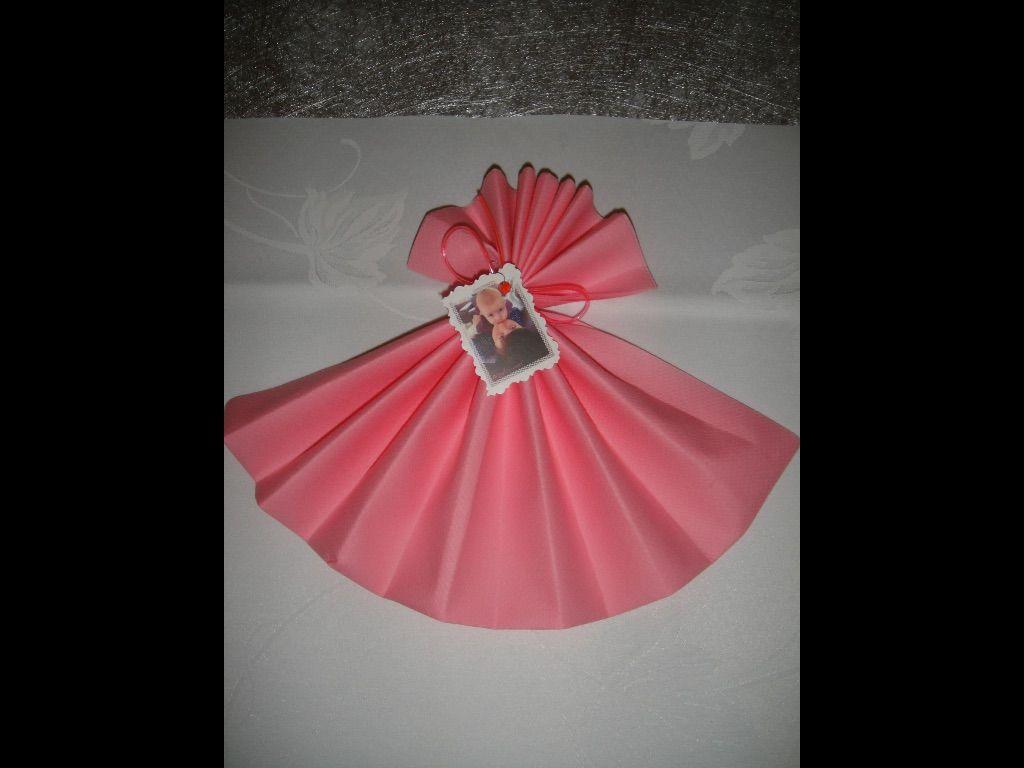 Serviette de table: robe de princesse pour le baptême et la communion de mes filles: my DIY. Une ficelle de scoubidou et le tour est joué.