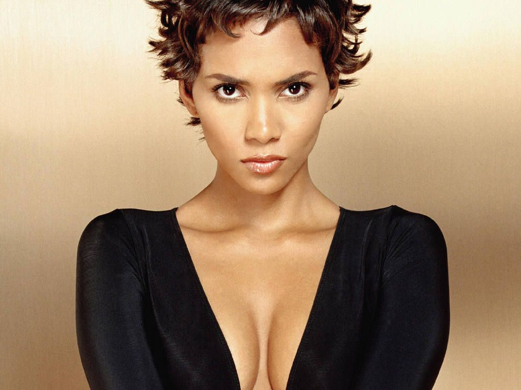 even in her pregnancy, halle berry is seemingly gorgeous making