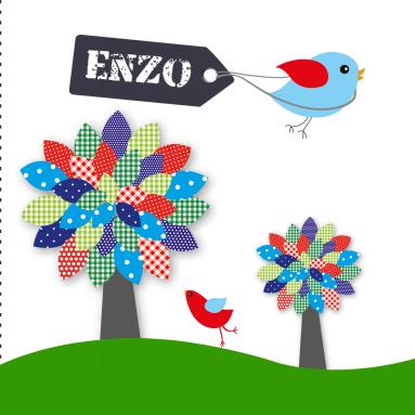 Kleurrijke geboortekaartje met hippe vogels en bomen vol frisse patronen. Eenvoudig naar eigen wens aan te passen.