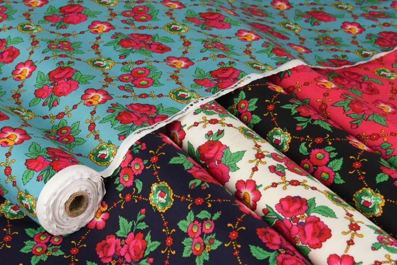 قماش شالكي مشجر يعطيك راحة أكثر في تصميم البلوزات والتنانير والجلابيات أو حتى شراشف الصلاة ألوان جميلة ونقوش Alexander Mcqueen Alexander Mcqueen Scarf Mcqueen