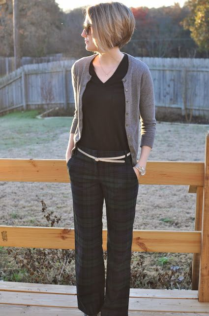 Work fashion @J.Crew pants @Madewell tee #jessecoulter #shorthair #hairstyle #workoutfit #style