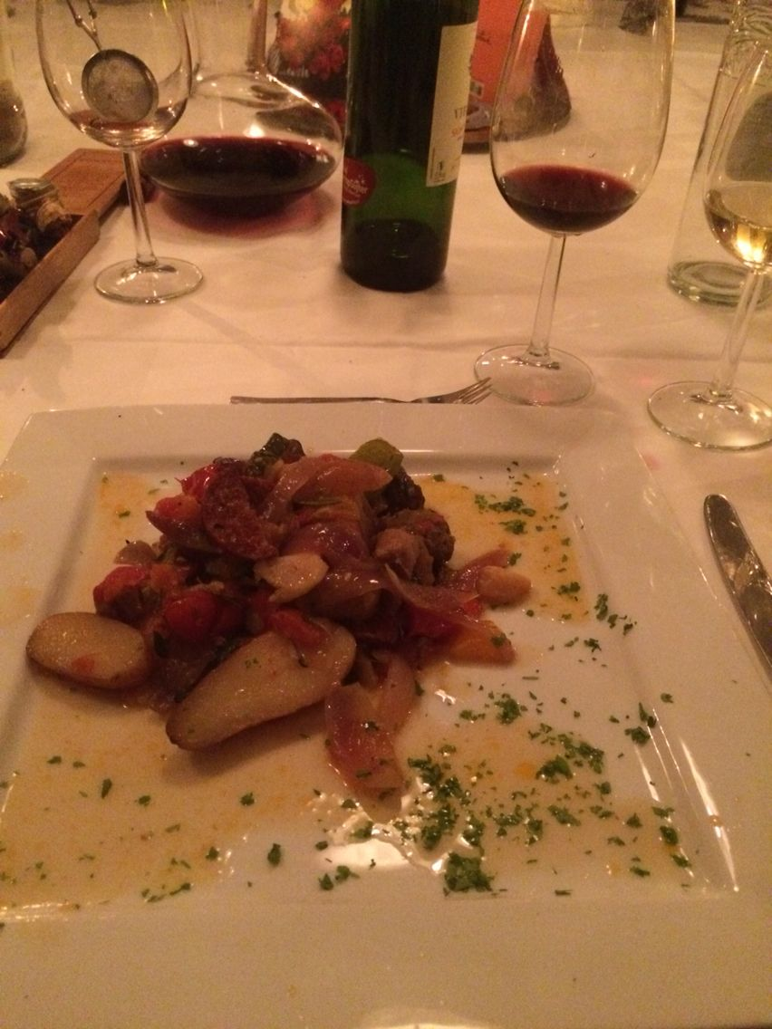 Spanish casselerole with 3 species of saucages, several vegetables and small unpeeled potatoes by Pitnick, 13-11-2014