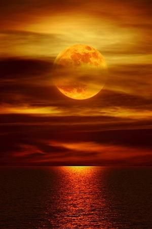 incensewoman:    Beautiful moon. I love the color of the water....
