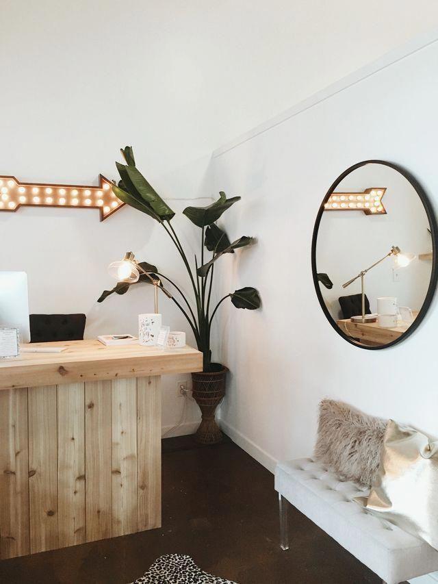 Natural Lash Extensions | Eyelash Specialist | Getting Your Eyelashes Done 20190302 #lashroomdecor