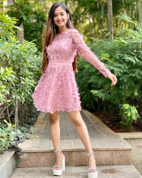 🔥 Anushka Sen HD Pics WhatsApp DP   Cute Girl Celebrity Background   image free dowwnload