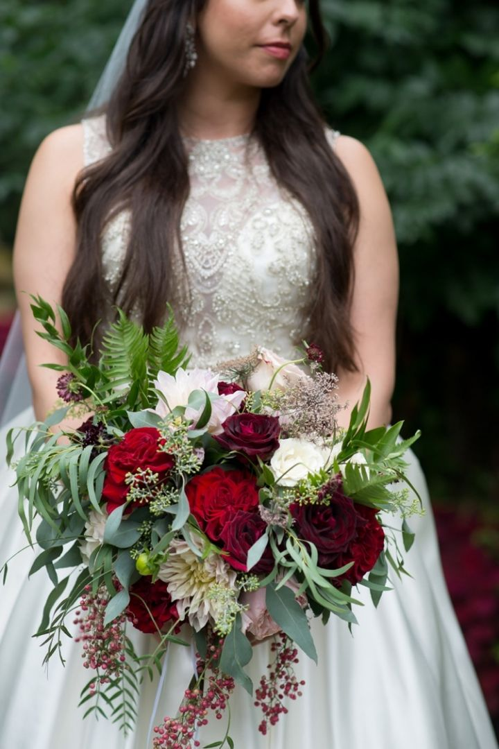 Bridal Bouquet Garden Rose Scabiosa Rose Sweetheart Rose Dahlia Pepper Berry Queen Anne S Lace Red And Blu Wedding Mansion Wedding Wedding Party Photos