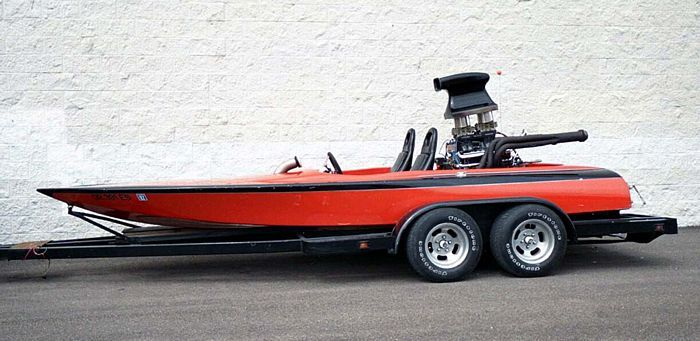 1970 Super Sanger Drag Boat  A boat that will get up and go