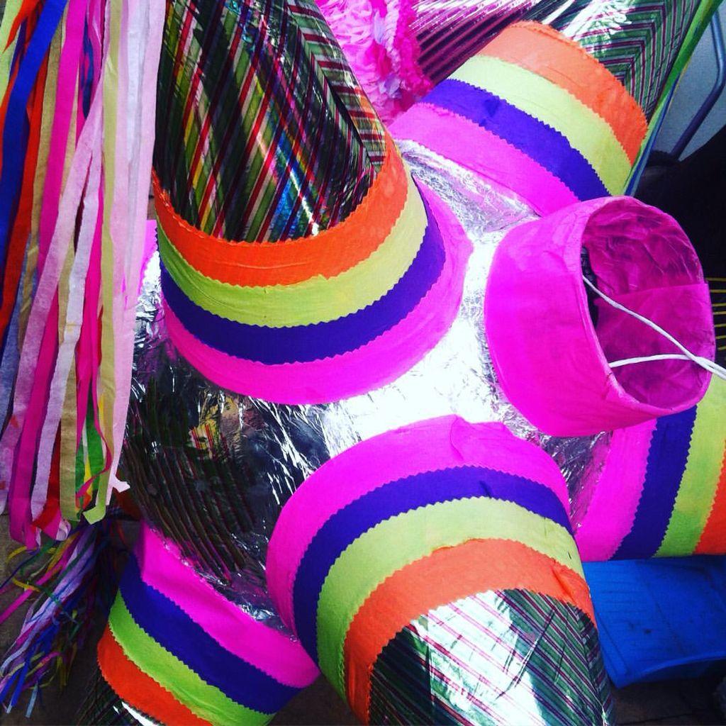 Colores festivos de nuestras piñatas mexicanas