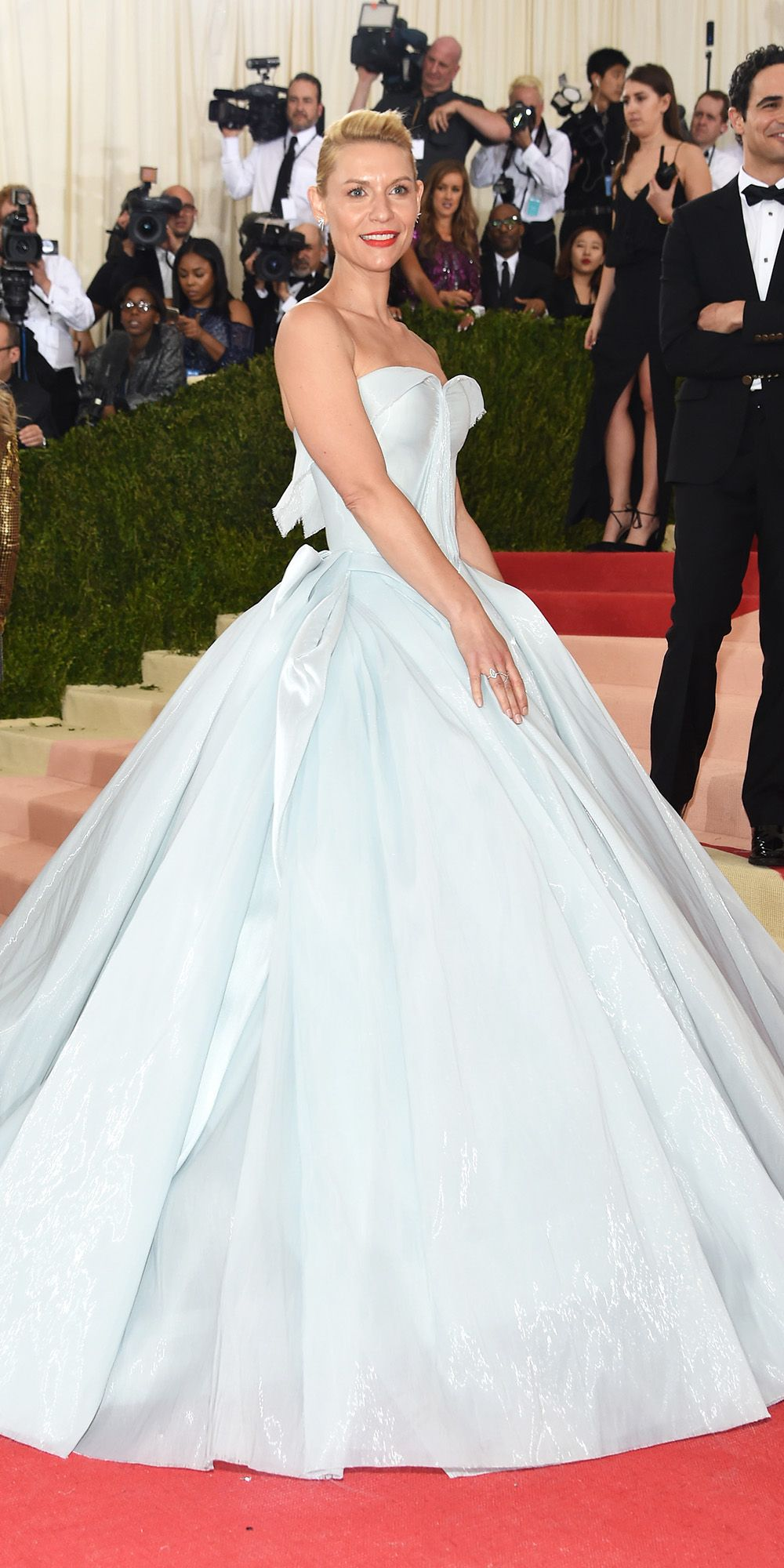 137966398de See Claire Danes  Light-Up Cinderella Gown in Action