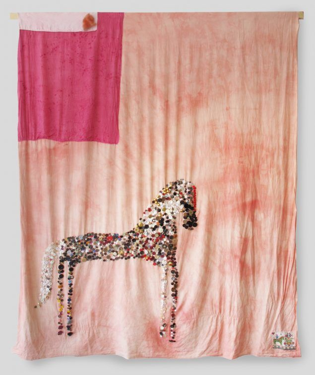 Julie Lænkholm. AG. 2017. Personal Botton Collection, Naturally Dyed Found Fabric, Silk, Embroidery, Icelandic Wool. 210 x 173 cm. Fra udstillingen Horses