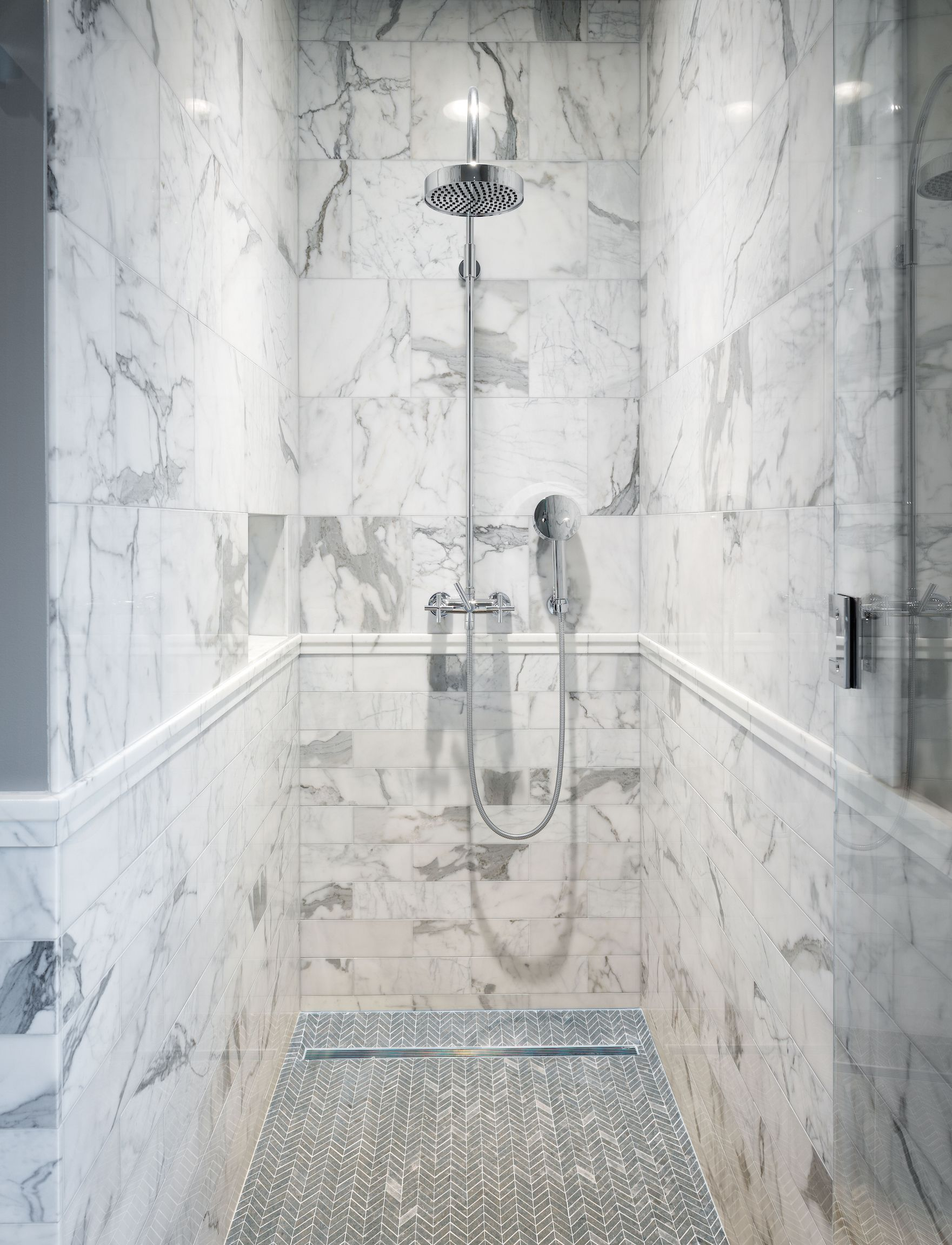Boy 39 s bathroom shower seattle wa statuary carrara marble for Carrara marble bathroom floor designs