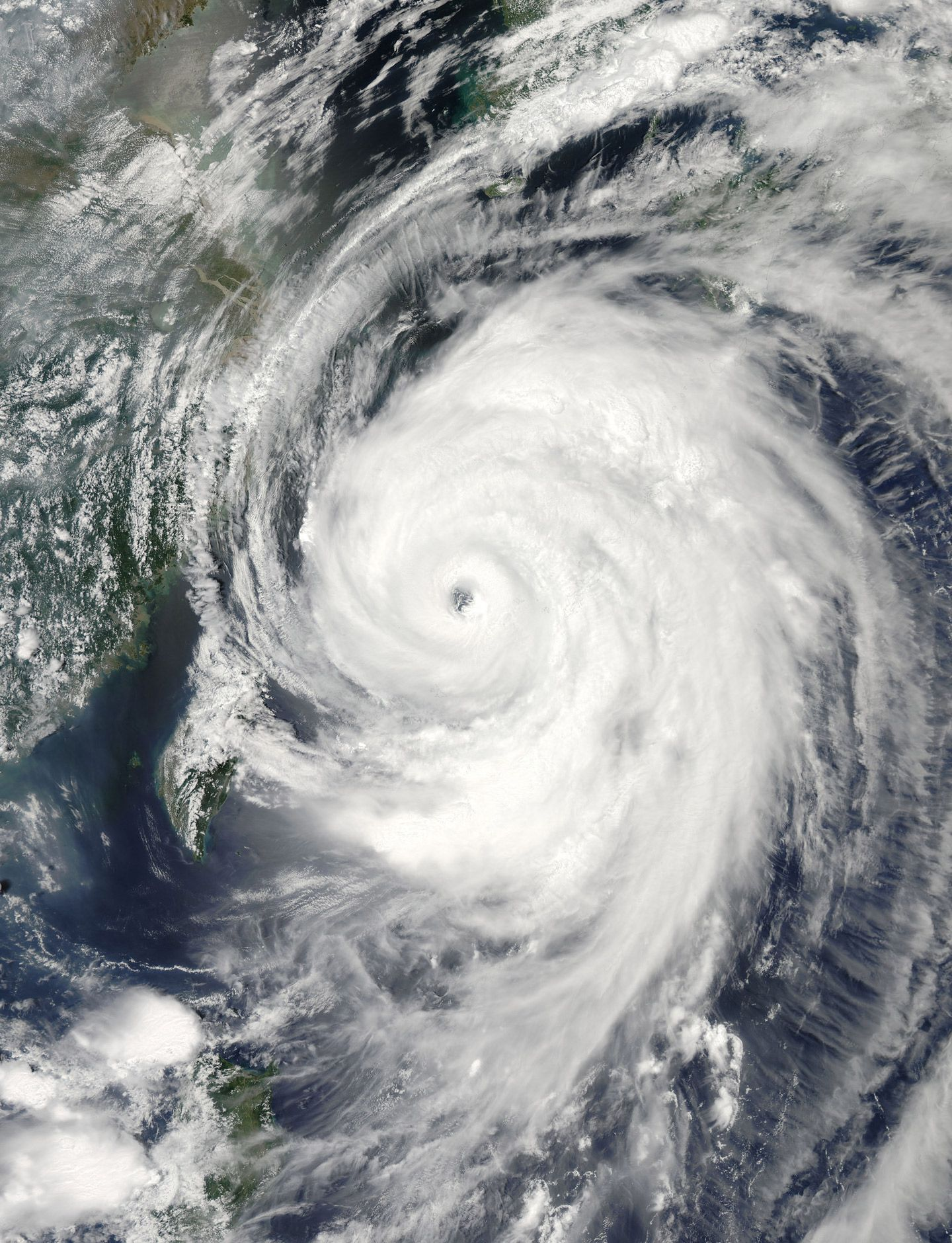 Gorgeous And Terrifying Pictures Of Typhoon Neoguri From Space Hurricane Ivan Terrifying Pictures Hurricane Pictures