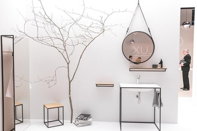 badezimmer minimalistisch schwarz wei black white bathroom spiegel rund leder. Black Bedroom Furniture Sets. Home Design Ideas