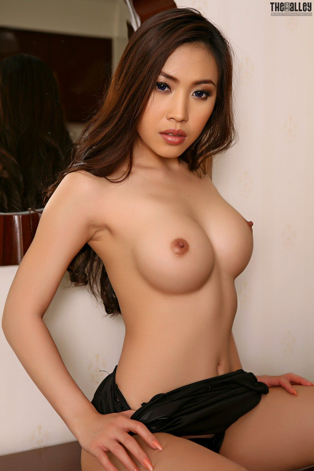 Perfect Asian girl naked